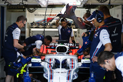 Engineers in the garage with Lance Stroll, Williams FW41