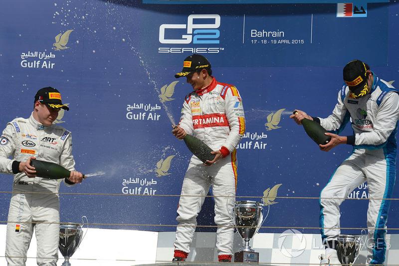 Sur le podium : le vainqueur Rio Haryanto, Campos Racing, le deuxième, Stoffel Vandoorne, ART Grand Prix, le troisième Nathanael Berthon, Lazarus