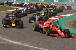 Kimi Raikkonen, Ferrari SF71H at the start of the race