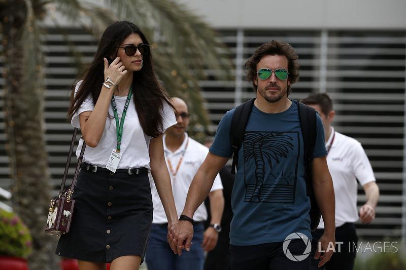 Гонщик McLaren Фернандо Алонсо и его девушка Линда Морселли