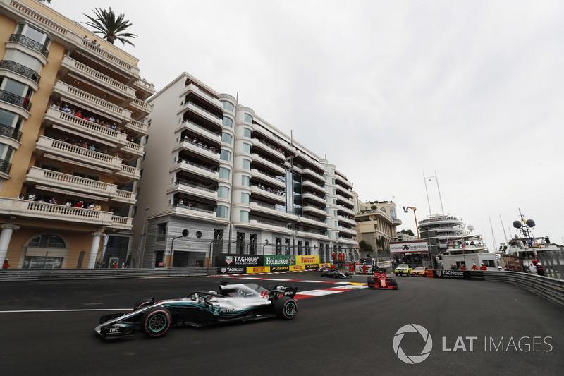 Lewis Hamilton, Mercedes AMG F1 W09, leads Sebastian Vettel, Ferrari SF71H and Valtteri Bottas, Mercedes AMG F1 W09