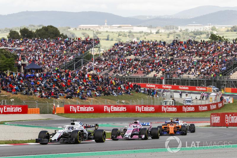 Фернандо Алонсо, McLaren MCL33, Лэнс Стролл, Williams FW41, и Серхио Перес, Sahara Force India F1 VJM11