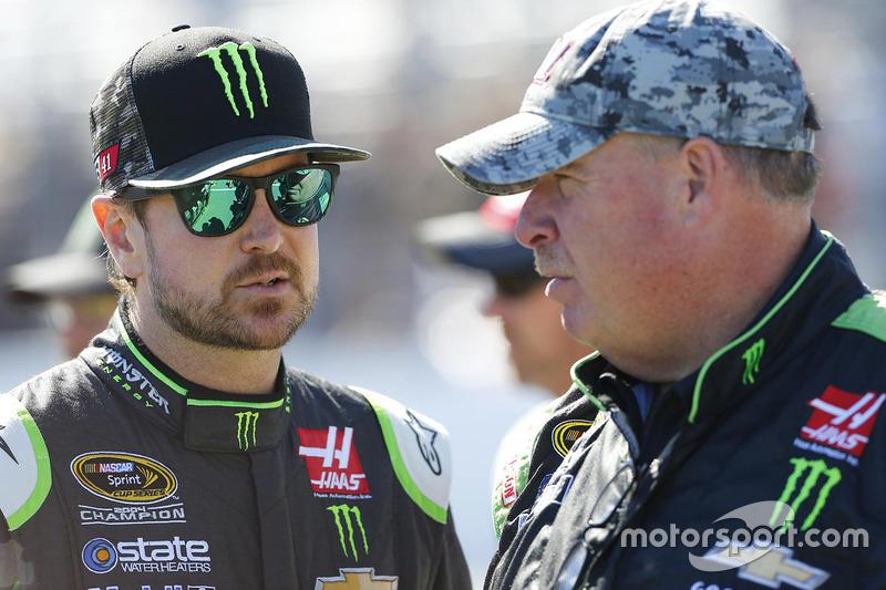 Kurt Busch, Stewart-Haas Racing, mit Crewchief Tony Gibson
