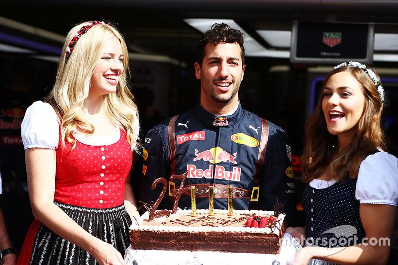 Daniel Ricciardo, Red Bull Racing doğum gününü kutluyor