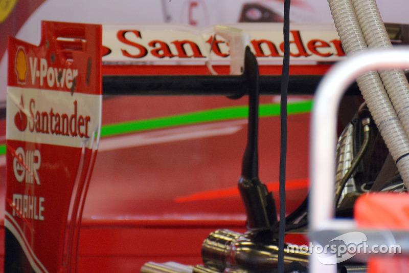 Заднє антикрило Ferrari