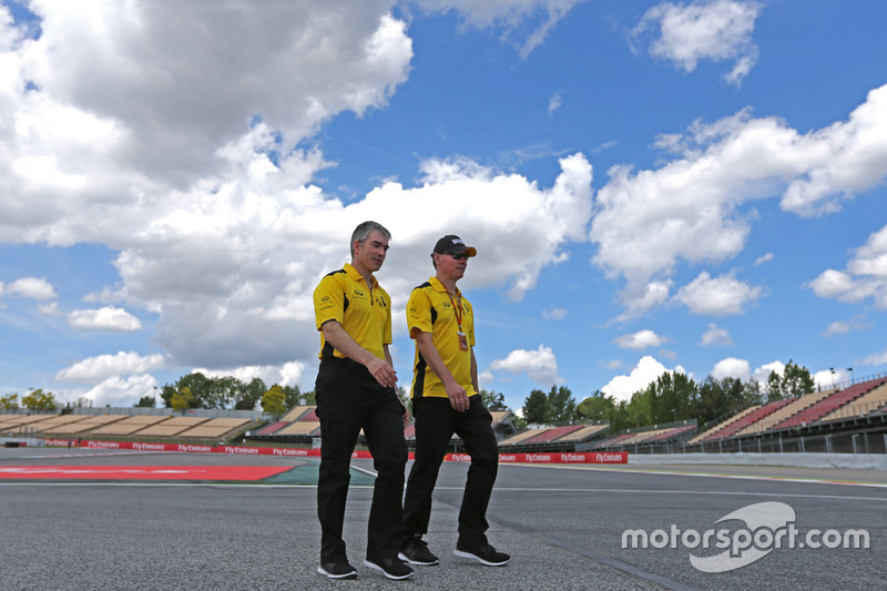 Nick Chester, Technical Director, Renault Sport F1 Team  and Alan Permane, Renault Sport F1 Team