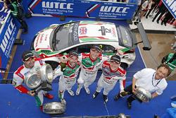 Podium: ganador, Rob Huff, Honda Racing Team JAS, Honda Civic WTCC, segundo, Norbert Michelisz, Hond