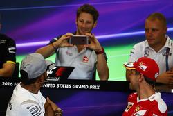 Ромен Грожан, Haas F1 Team снимает Льюиса Хэмилтона, Mercedes AMG F1