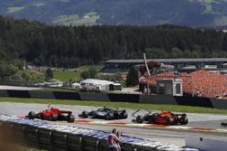 Lewis Hamilton, Mercedes-AMG F1 and Kimi Raikkonen, Ferrari SF71H battle on lap one