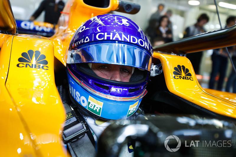 Fernando Alonso, McLaren, nell'abitacolo della sua monoposto