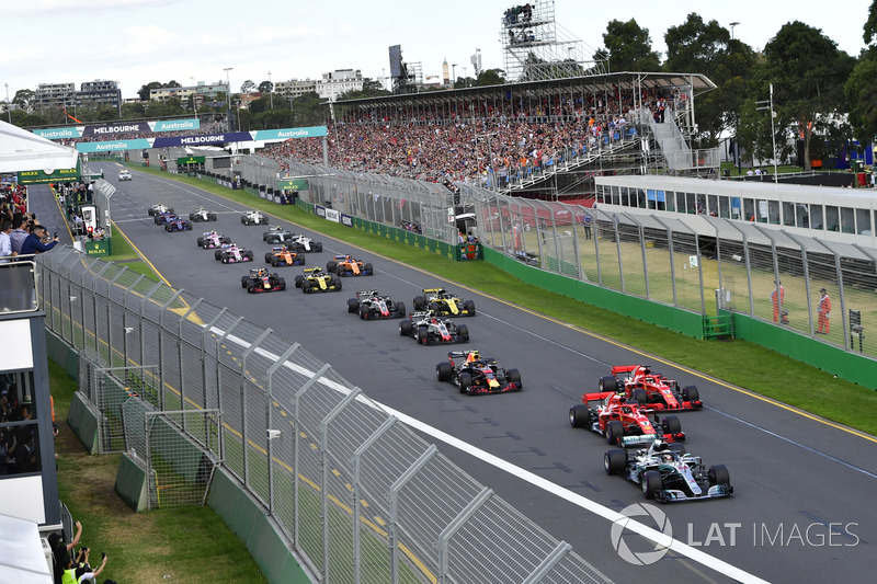 Salida: Lewis Hamilton, Mercedes-AMG F1 W09 EQ Power