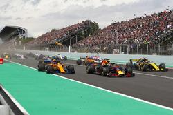 Daniel Ricciardo, Red Bull Racing RB14, Fernando Alonso, McLaren MCL33 and Carlos Sainz Jr., Renault Sport F1 Team R.S. 18. al inicio
