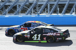Kurt Busch, Stewart-Haas Racing Ford, Ryan Newman, Richard Childress Racing Chevrolet