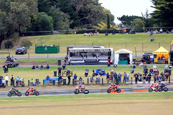 Jonathan Rea, Kawasaki Racing leads race start