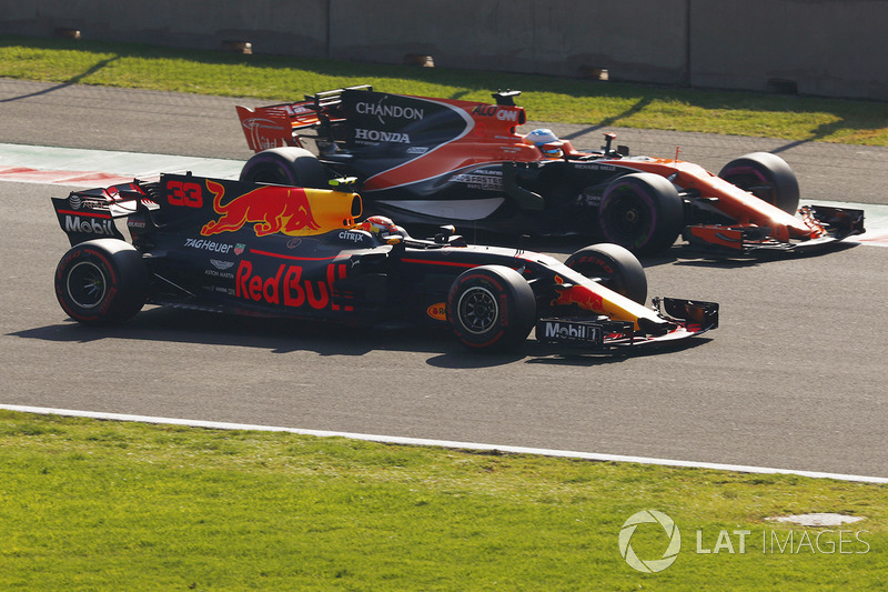 Max Verstappen, Red Bull Racing RB13, drives alongside Fernando Alonso, McLaren MCL32, in FP3