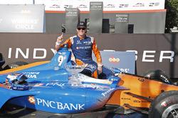 Winner Scott Dixon, Chip Ganassi Racing Honda celebrates in victory lane