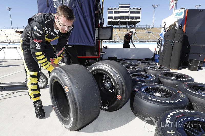 Sébastien Bourdais, Dale Coyne Racing with Vasser-Sullivan Honda examines his Firestone tires