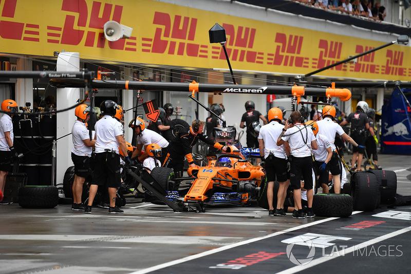 Fernando Alonso, McLaren MCL33 , en una práctica de pit stop