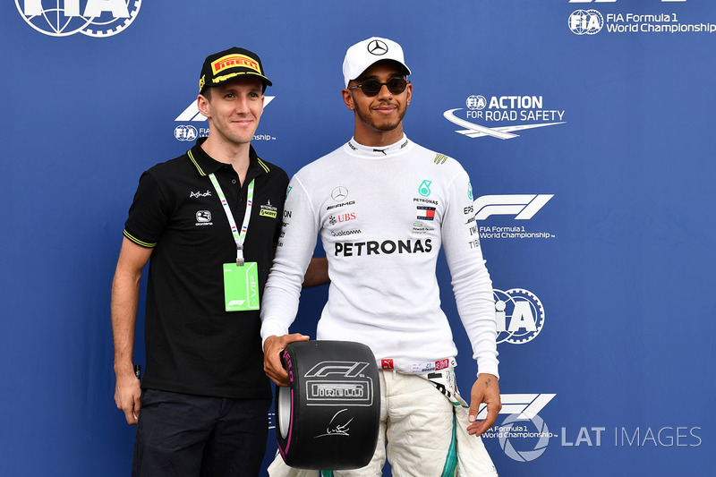 Lewis Hamilton, Mercedes-AMG F1 with the Pirelli Pole Position Award