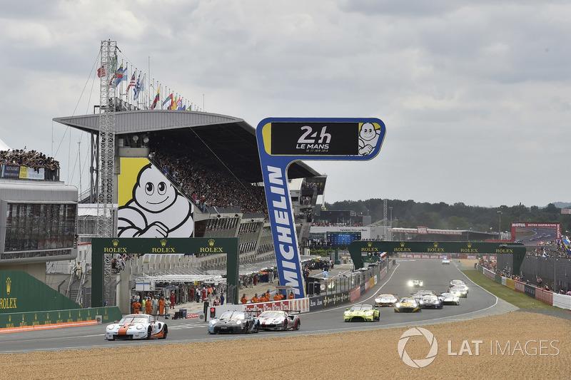 #86 Gulf Racing Porsche 911 RSR: Michael Wainwright, Benjamin Barker, Alex Davison, start