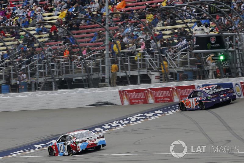 Kyle Busch, Joe Gibbs Racing, Toyota Camry M&M's Red White & Blue Denny Hamlin, Joe Gibbs Racing, Toyota