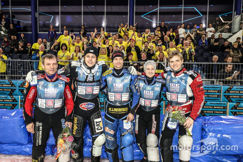 Лучший новичок сезона Мартин Хаарахилтунен (на фото второй справа) стал четвертым, набрав 115 очков – это лучший результат для гонщиков не из России за последние годы