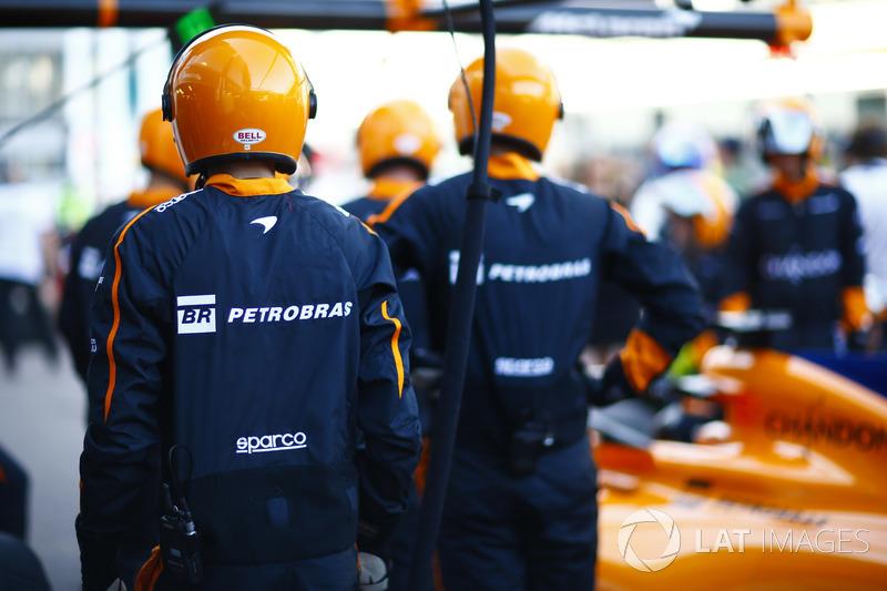 McLaren pit stop practice