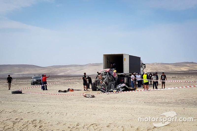Авария: Брайс Мензис и Питер Мортенсен, X-Raid Team Mini (№310)