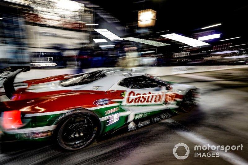 #67 Ford Chip Ganassi Racing Ford GT, GTLM: Ryan Briscoe, Richard Westbrook, Scott Dixon, pit stop