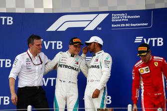 James Allison, Technical Director, Mercedes AMG, second place Valtteri Bottas, Mercedes AMG F1, Race winner Lewis Hamilton, Mercedes AMG F1, third place Sebastian Vettel, Ferrari, on the podium