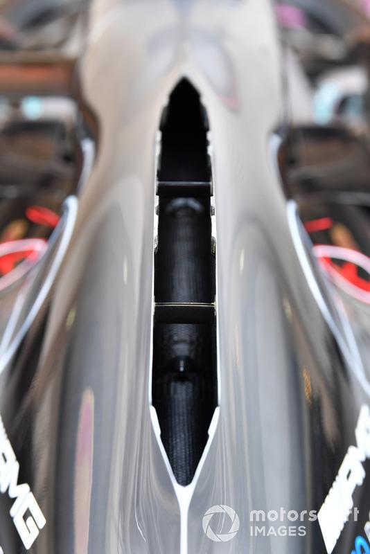 Mercedes volverá a utilizar la espina dorsal abierta o la cubierta del motor estilo chimenea, para ayudar a evacuar el calor generado por la unidad de potencia