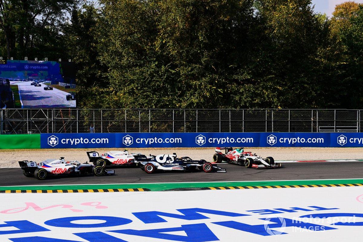 Robert Kubica, Alfa Romeo Racing C41, spins ahead of Yuki Tsunoda, AlphaTauri AT02, Mick Schumacher, Haas VF-21, and Nikita Mazepin, Haas VF-21