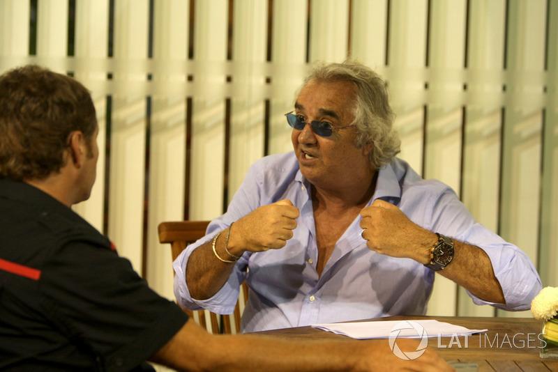 Флавио поначалу все отрицал, однако под давлением общественности и тяжестью улик ушел в отставку. Renault полностью признала вину. А FIA пожизненно дисквалифицировала Бриаторе и на пять лет – Симмондса. Впрочем, вскоре Федерация пересмотрела это решение