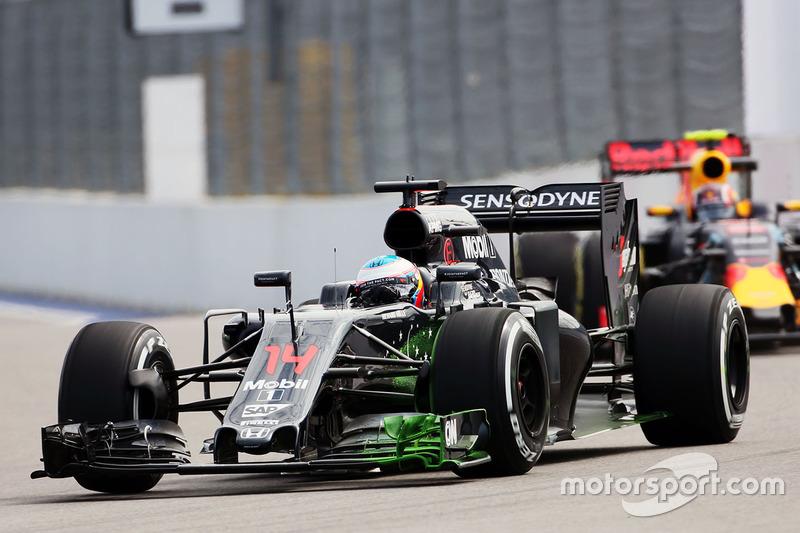 Fernando Alonso, McLaren MP4-31ala delantera con flujo sobre la pintura