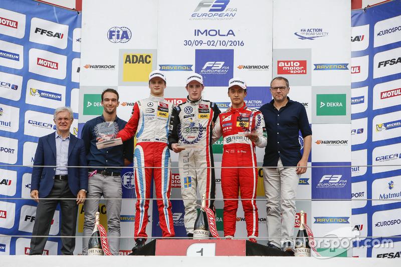 Rookie Podium: Harry Tincknell; Ralf Aron, Prema Powerteam Dallara F312 – Mercedes-Benz; Joel Eriksson, Motopark Dallara F312 – Volkswagen; Guanyu Zhou, Motopark Dallara F312 – Volkswagen