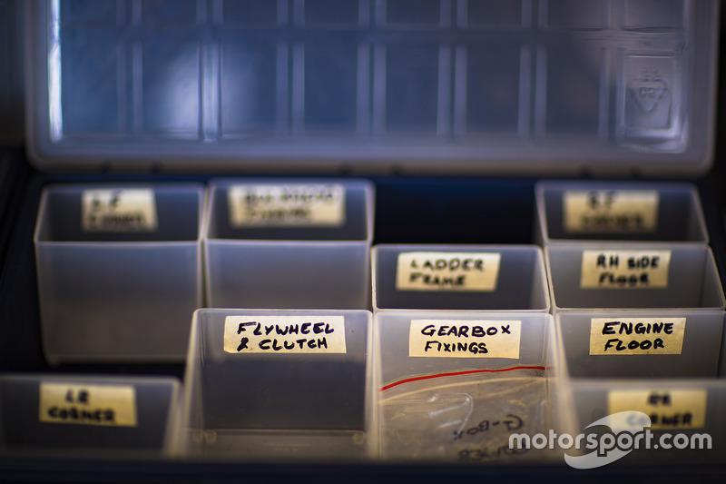 أجزاء سيارة فريق شيب غاناسي ريسينغ فورد جي تي