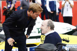Nico Rosberg talks to Sir Frank Williams