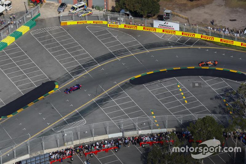 Daniil Kvyat, Scuderia Toro Rosso STR12, leads Fernando Alonso, McLaren MCL32