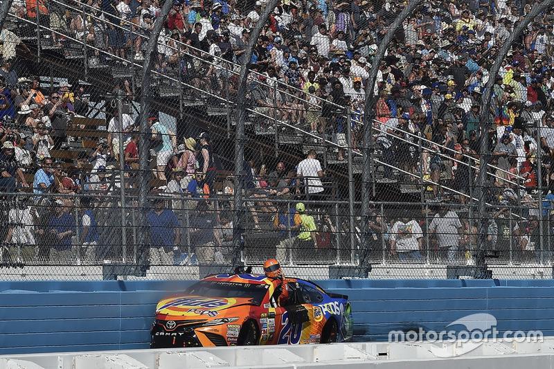 Crash: Matt Kenseth, Joe Gibbs Racing, Toyota