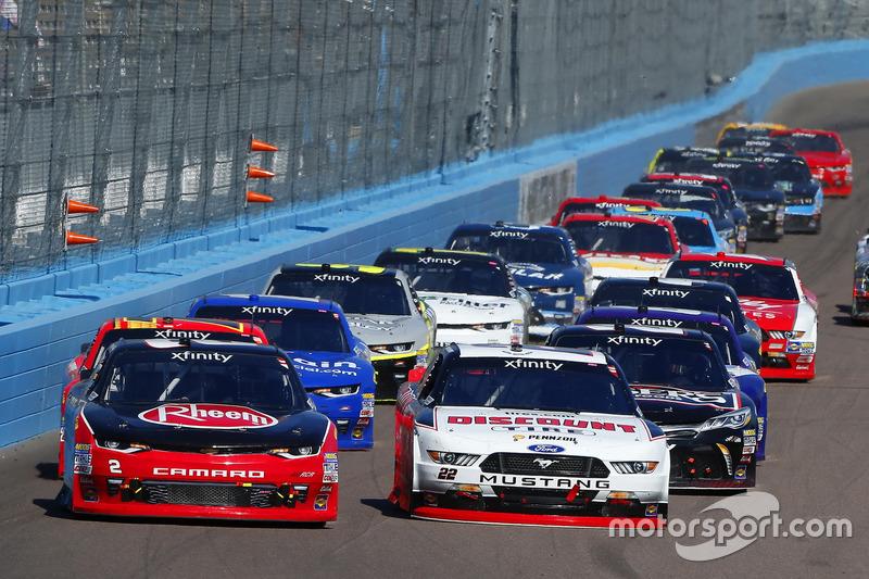 Ryan Blaney, Team Penske, Ford; Austin Dillon, Richard Childress Racing, Chevrolet