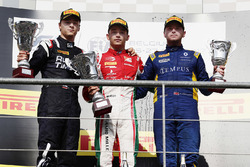 Podio: ganador Charles Leclerc, PREMA Racing, segundo Artem Markelov, RUSSIAN TIME, tercero Oliver R