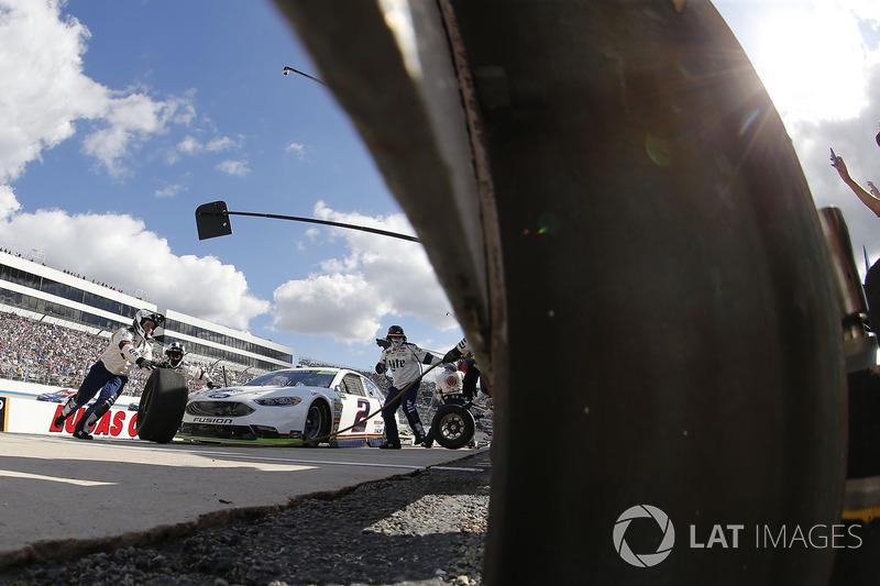 9. Brad Keselowski, Team Penske Ford pit stop