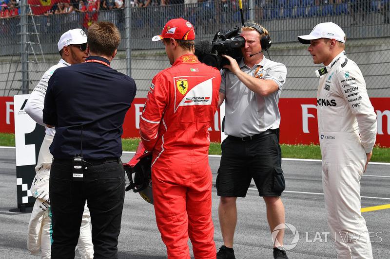 Давіде Вальсеккі, Sky Italia, володар поул-позиції Валттері Боттас, Mercedes AMG F1, друге місце Себ