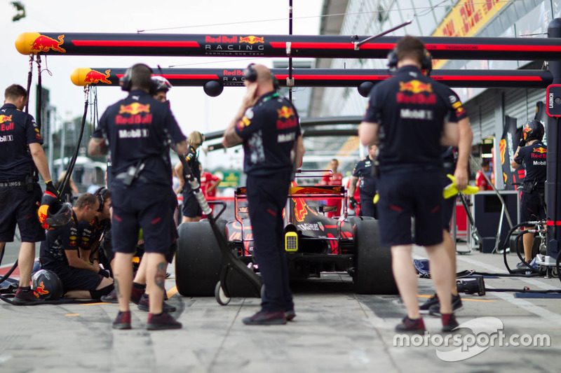 Red Bull Racing team practices pitstops