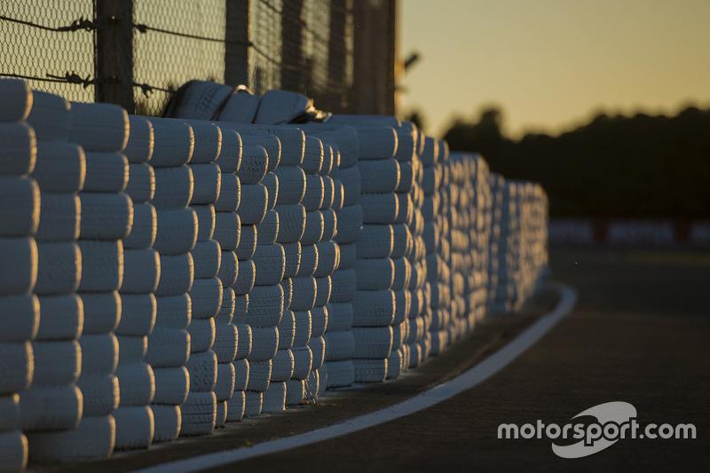 Tyre wall/Ban pembatas