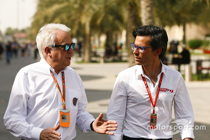 Charlie Whiting Gallery: Charlie Whiting, Race Director, FIA, With Journalist Diego