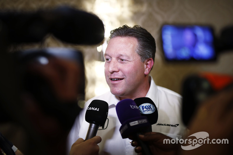 Zak Brown,a McLaren CEO-ja nyilatkozik a médiának