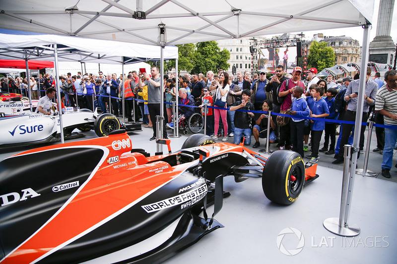 Болід McLaren
