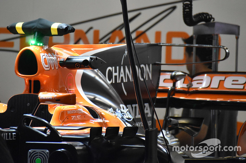 Т-образное крыло McLaren MCL32