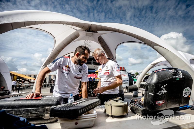 Mecánica de Peugeot Sport en el trabajo